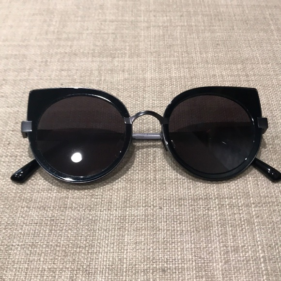 0761732829b09 Moooi x Gentle Monster black sunglasses